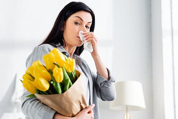 what causes allergic rhinitis?