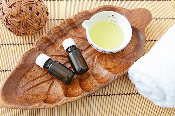 applying essential oils may help in relieving itchy scalp