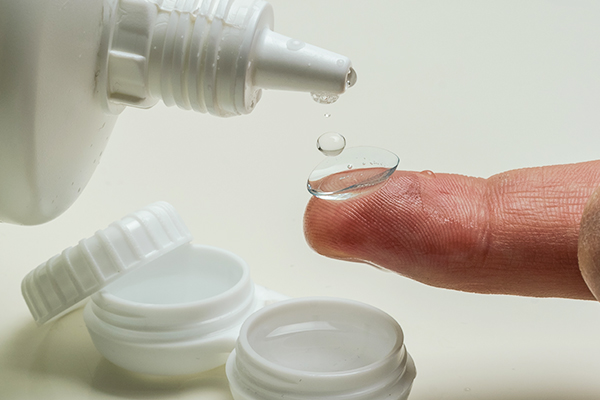 importance of cleaning the contact lens case