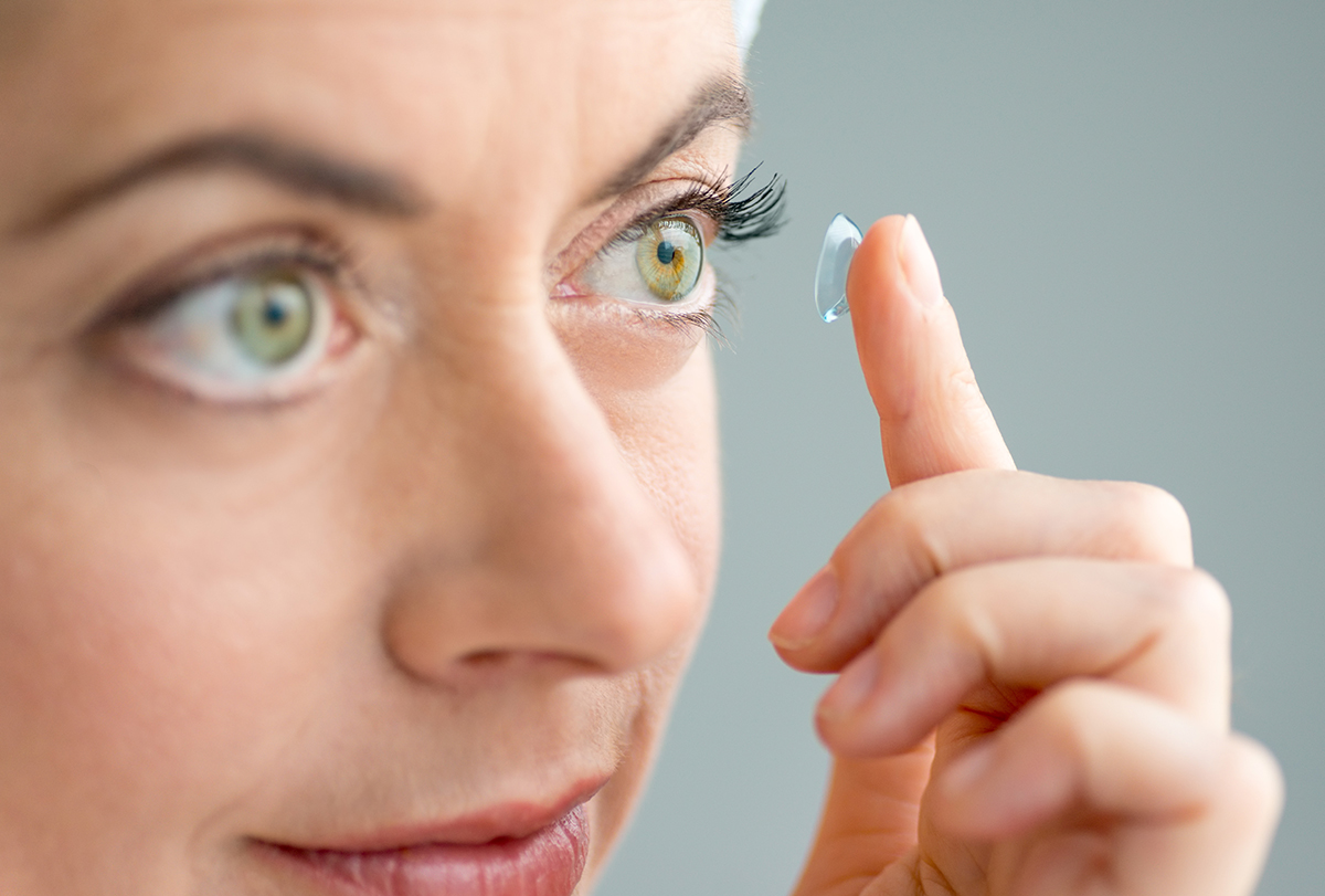 mistakes to avoid when wearing contact lenses