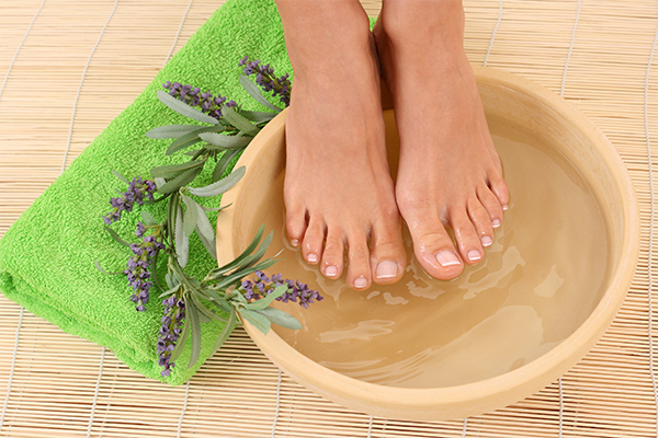 immersing feet in Epsom salt bath can help relieve foot pain
