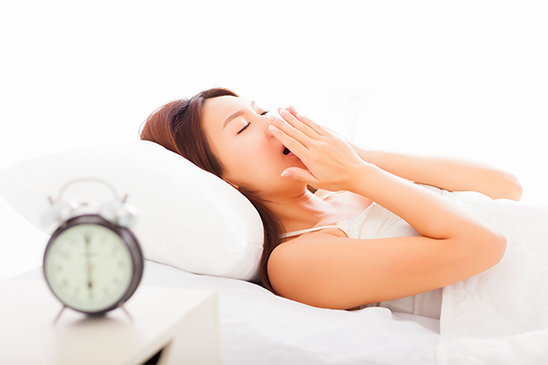 why does symptoms of chronic bronchitis worsen at night?