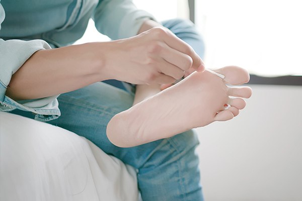 application of tea tree oil can help relieve athlete's foot