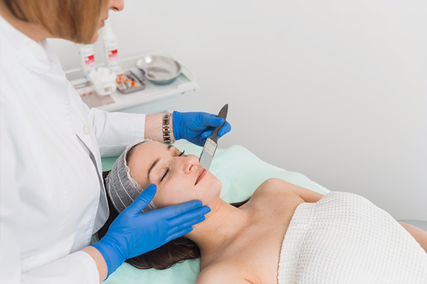 clinical procedures available to remove blackheads