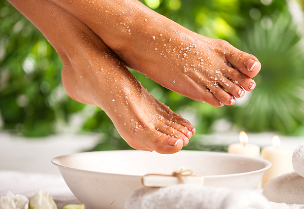 taking an Epsom salt bath can help reduce swelling around a bruise