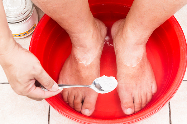 baking soda can help soothe itching in the feet