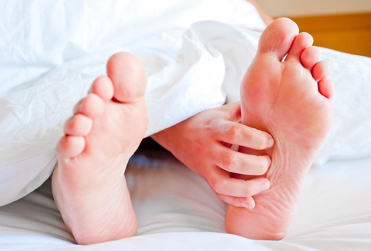 itchy feet at night