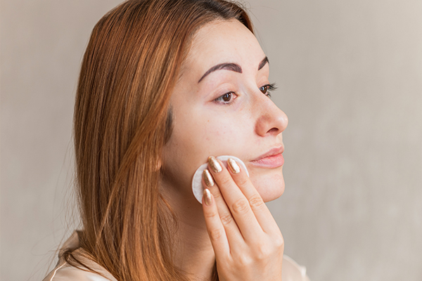experts advice on ways to combat oily skin