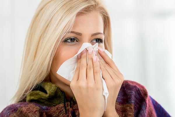 symptoms that accompany a runny nose