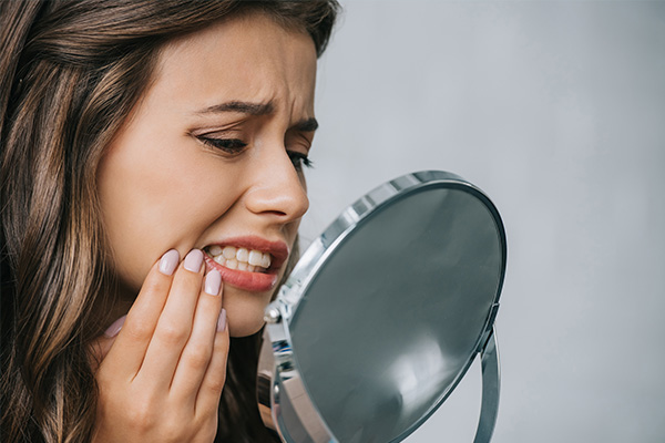 signs and symptoms of mouth ulcers