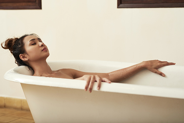 taking an epsom salt bath can reduce pain and inflammation