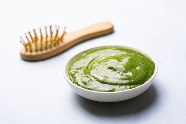 use curry leaves for improved hair care