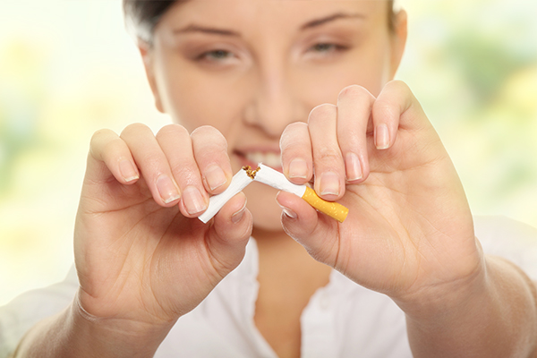 quit smoking for ensuring healthy-looking lips