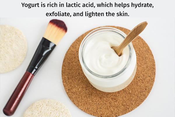 apply yogurt to lighten dark skin
