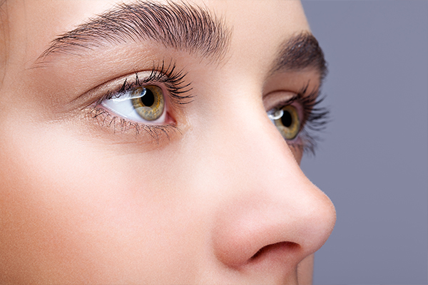 is it common to lose eyelashes every day?