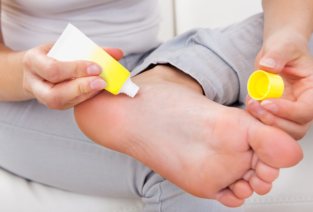 manage foot vesicles or blisters