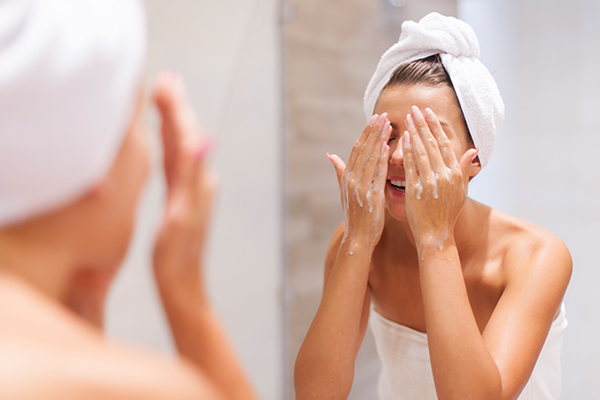 cleanse your face properly to avoid blind pimples