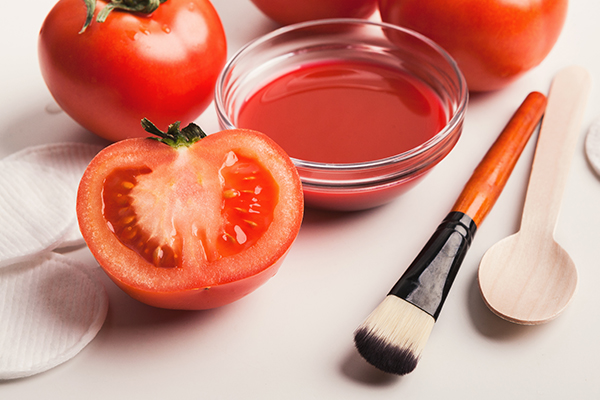 tomatoes offer multiple cosmetic benefits